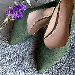 Green pointy toe heel